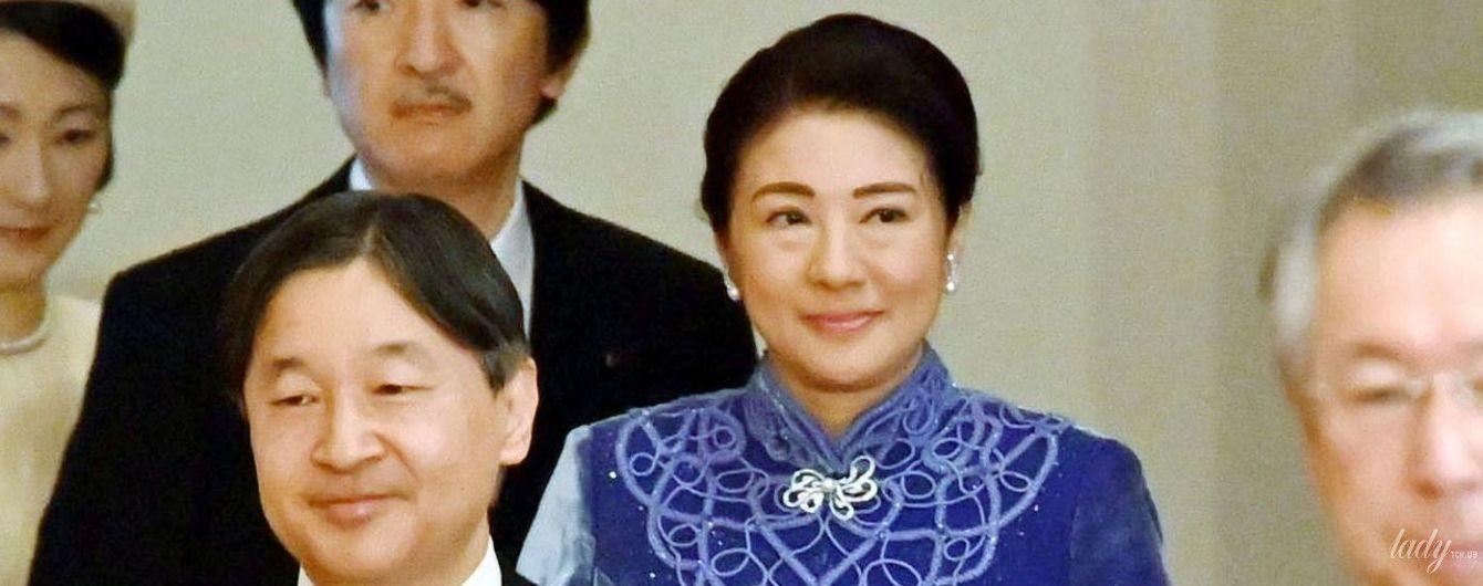 В оксамитовій сукні з аплікацією: імператриця Масако на новорічній лекції