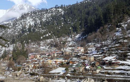 У Кашмірі вже понад шістдесят людей загинули через лавину