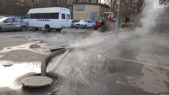 Вдруге за добу. У Києві стався новий прорив труби з гарячою водою