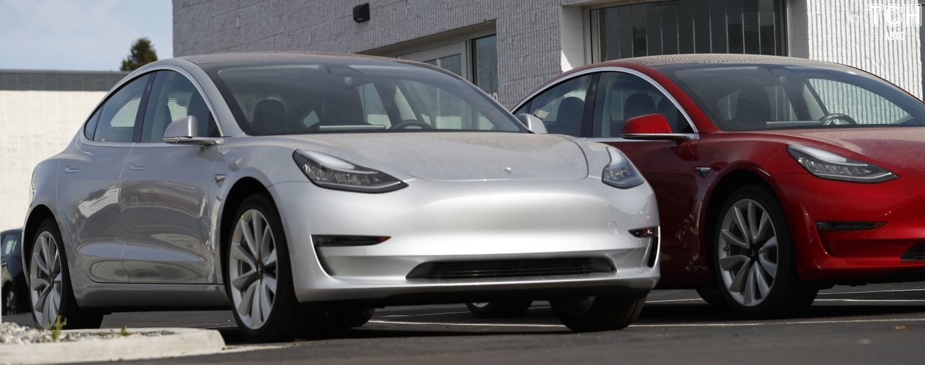 Tesla запустила продажи китайских электрокаров