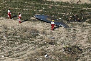 """П'ять країн вимагають від Ірану негайно повернути """"чорні скриньки"""" збитого літака МАУ"""