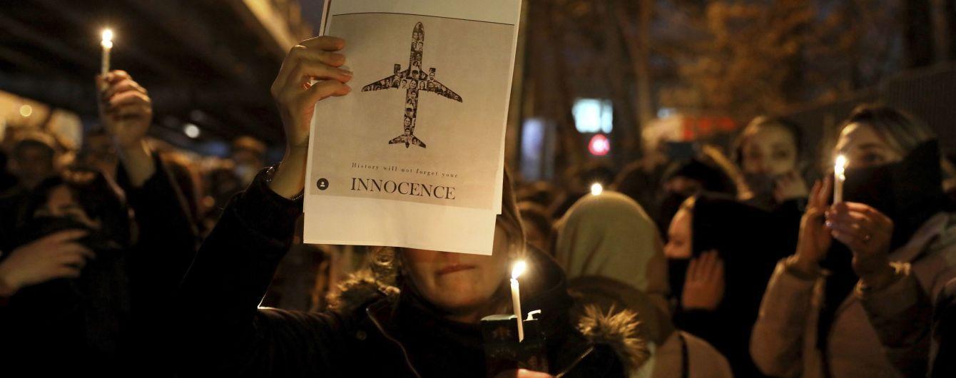 Іранські протестувальники вимагають покарати винних в аварії літака МАУ: силовики затримали 30 осіб
