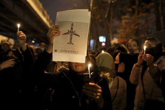 """""""Уряд своїми руками вбив мандрівників"""". В Ірані звільняються журналісти через спробу влади приховати правду про збиття літака"""