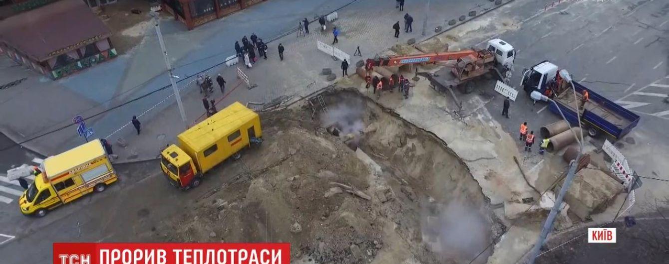 Затоплен ТРЦ Ocean Plaza, 9 пострадавших и открытое производство: что известно о большом прорыве теплотрассы в Киеве