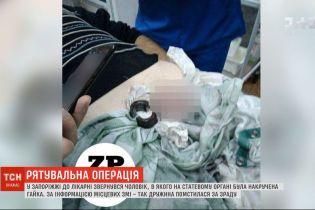 В запорожскую больницу обратился мужчина с навороченной гайкой на половом органе