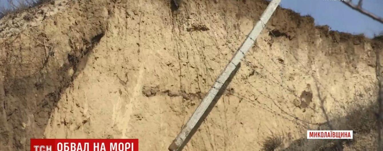 В Очакове произошел масштабный оползень: полкилометра прибрежных склонов сползли к морю