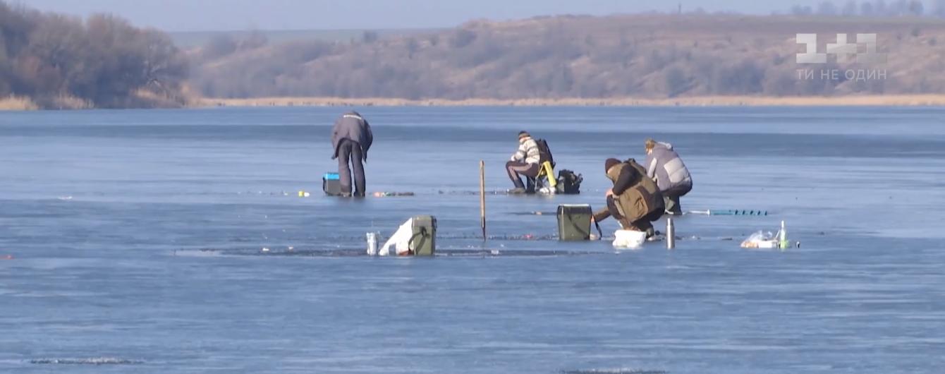 В Украине за сутки утонули пятеро рыбаков. В ГСЧС предупреждают о тонком льде на воде