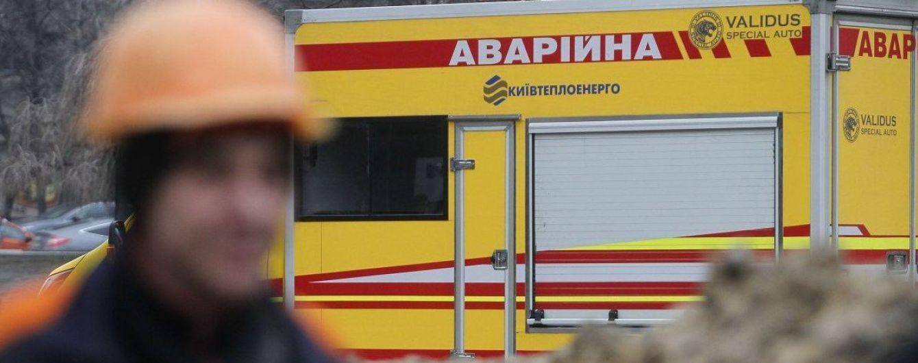 Четвертый прорыв теплотрассы в Киеве: залило улицы возле Севастопольской площади