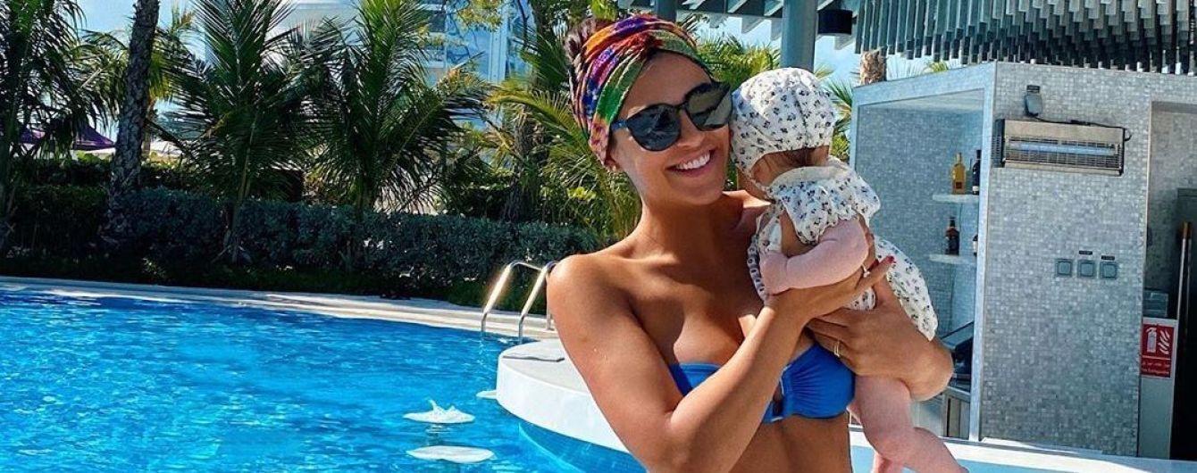 """""""Рядом выгляжу как мексиканская няня"""": Димопулос рассказала, на кого похожа крошечная дочь"""