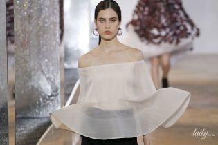 Прозрачные блузы и шляпы-ведра в коллекции Nina Ricci сезона весна-лето 2020