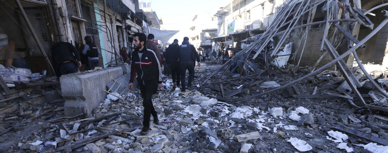 Під час потужних авіаобстрілів у Сирії загинули десятеро цивільних