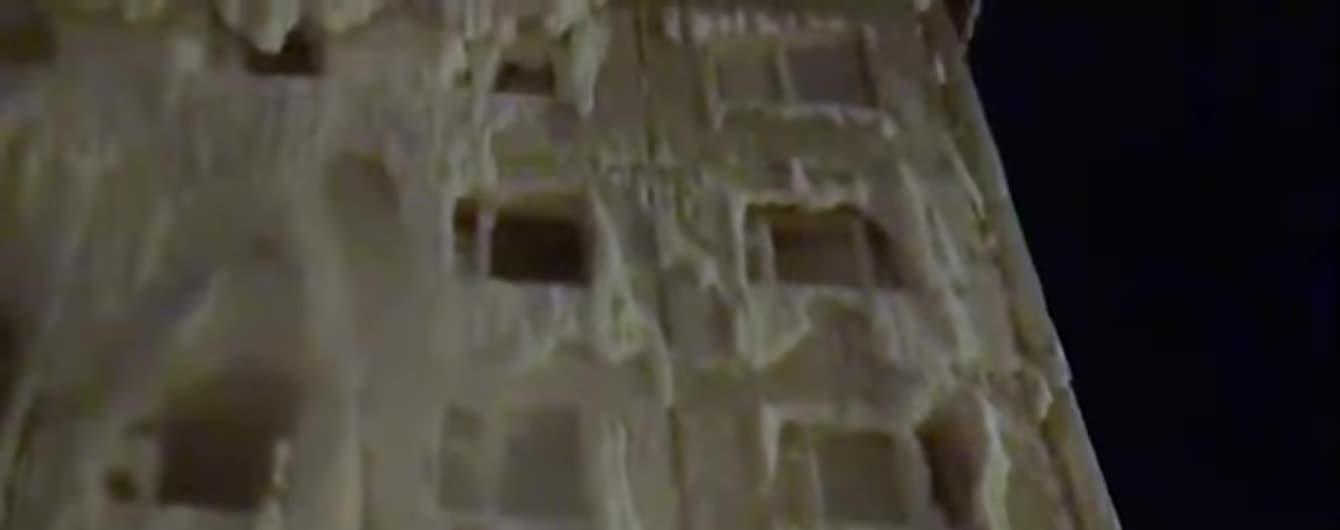 В российском Иркутске люди полтора месяца живут в покрытом льдом доме