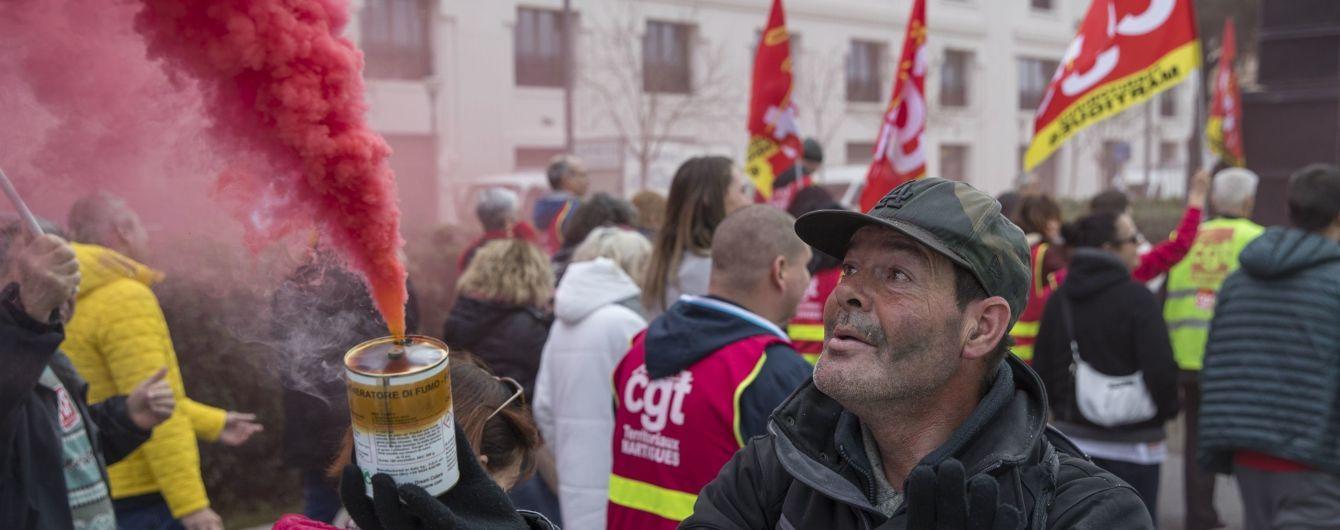 У Франції через протести проти пенсійної реформи не працюють сім портів