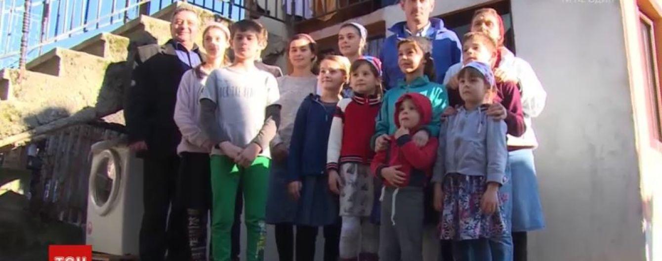 42-річна румунка народила вже 20 дітей і не збирається зупинятись