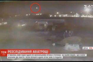 """Дві ракети з проміжком у 20 секунд: журналісти опублікували нові кадри збиття українського """"Боїнга"""""""