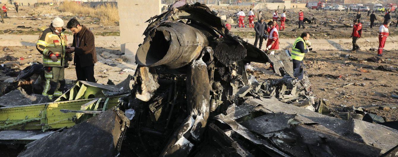 После первого попадания ракеты перестало работать устройство связи с диспетчером, после второго – самолет начал падать: как сбивали Boeing