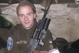 На передовой от пули снайпера погиб 24-летний боец, который только месяц назад женился