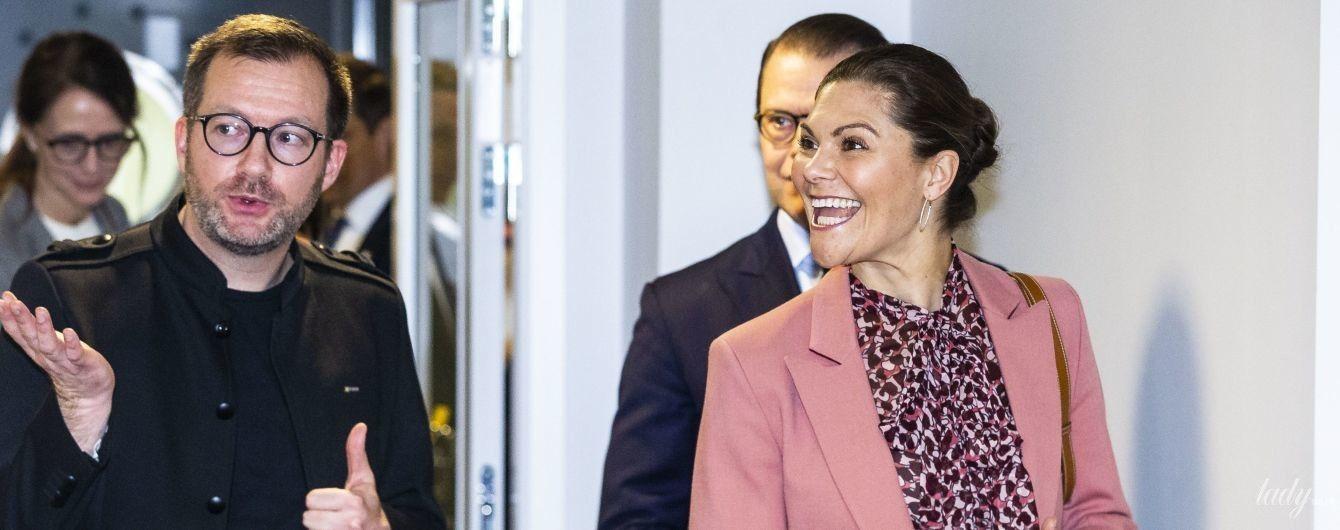В рожевому піджаку і яскравому взутті: кронпринцеса Вікторія відвідала перший захід у новому році