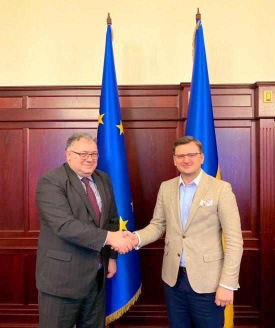 Скандальний голова МЗС Угорщини зібрався до України. Комісія не засідала сім років
