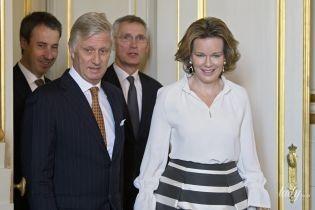 Третий лук за неделю: королева Матильда в элегантном наряде пришла на мероприятие