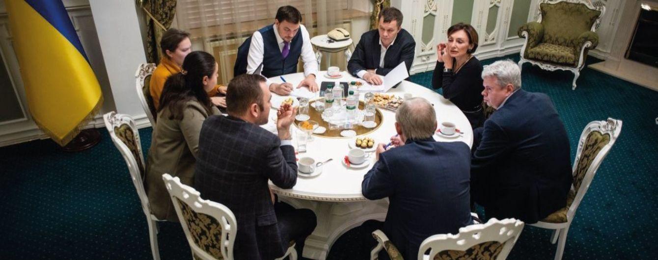 Нардепи закликали СБУ перевірити скандальні записи з наради Гончарука