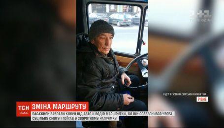 Забыл, куда едет: в Ровно водитель автобуса внезапно развернулся и поехал в обратную сторону
