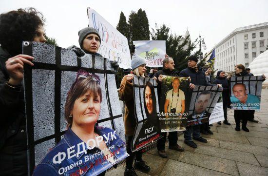 На Банковій провели акцію на підтримку в'язнів Кремля і полонених ОРДЛО