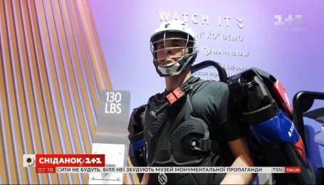 Американці представили екзоскелет, який дозволяє людині піднімати вантаж масою в 90 кг