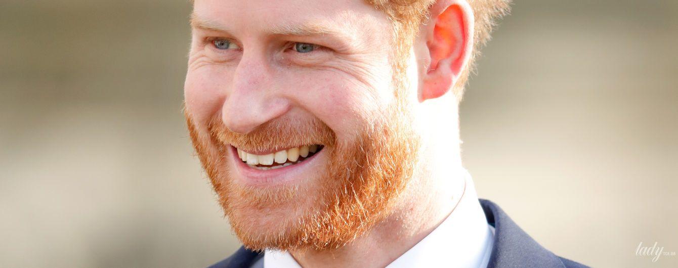 У стоптаних туфлях з іменною монограмою: у пресі обговорюють сольний вихід принца Гаррі