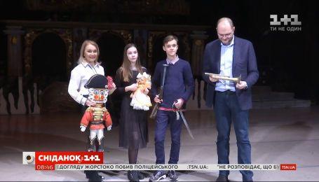 """Как министр культуры ходил со зрителями """"Сніданку"""" в оперу"""
