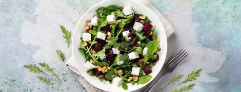 Салат из запеченной свеклы, рукколы и сыра фета