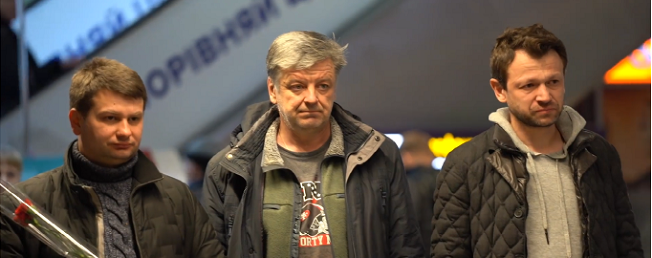 Сльози, оплески та обійми. У Києві зустріли експертів МАУ, які розслідували збиття літака під Тегераном