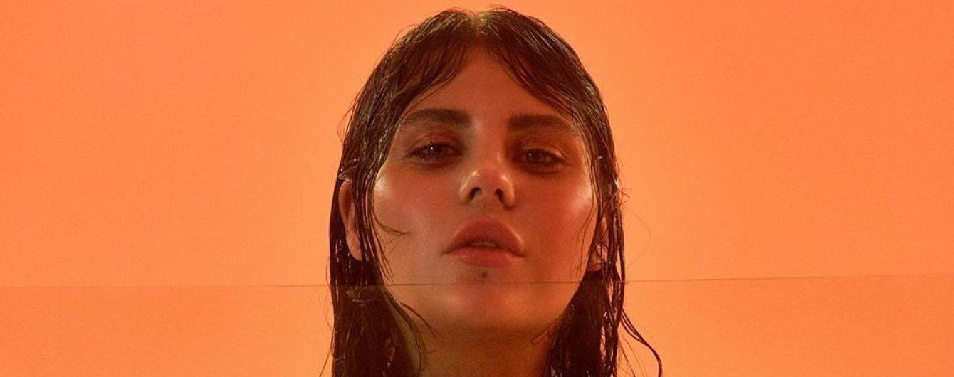 Усміхнена солістка гурту KAZKА у теракотовому купальнику похизувалася відпочинком на Шрі-Ланці