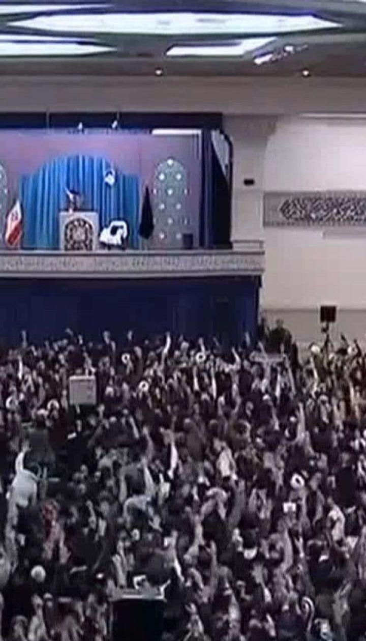 Іранська влада намагається молитвами зменшити протестні настрої в країні