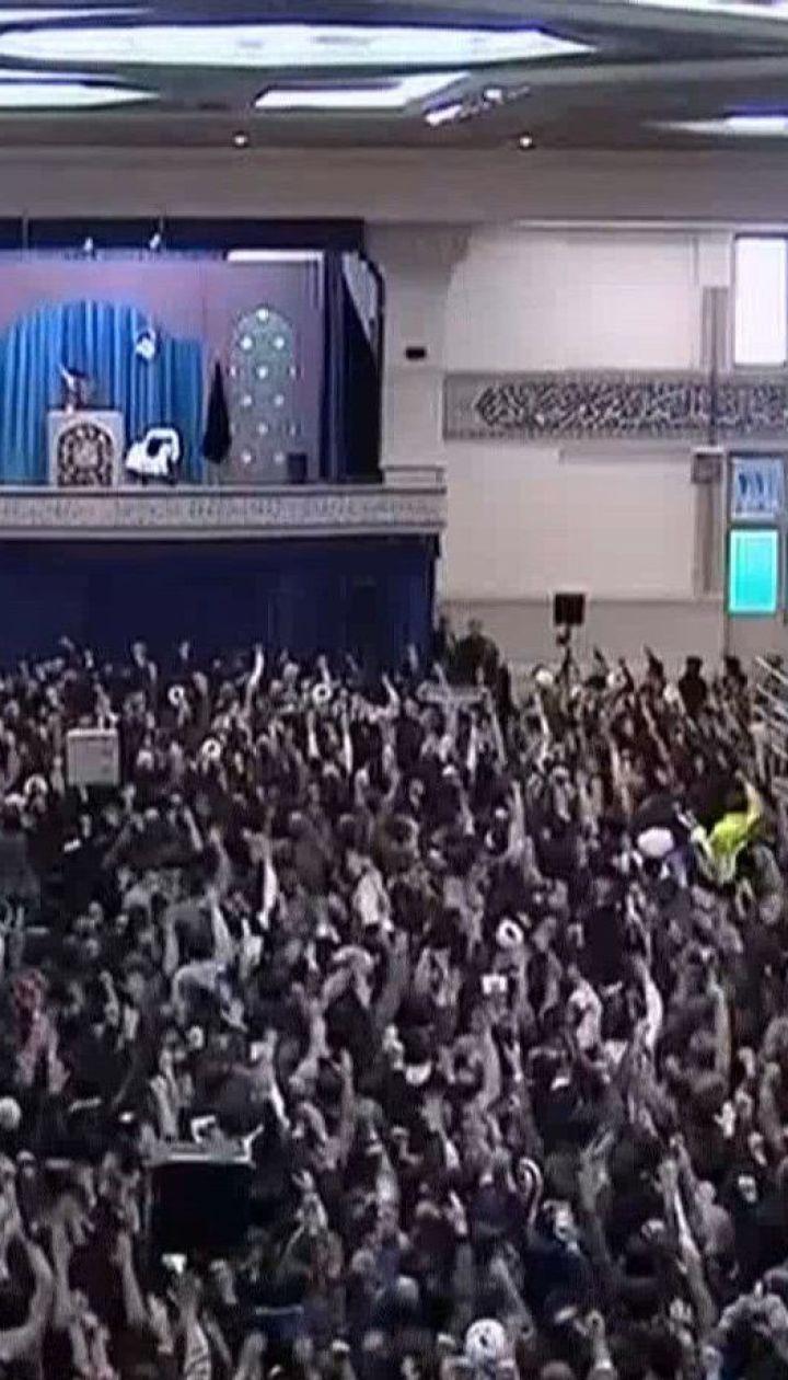 Иранские власти пытаются молитвами уменьшить протестные настроения в стране