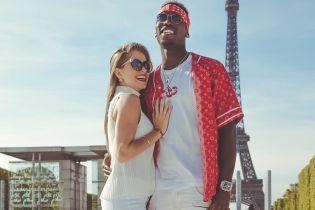 """Погба с женой посетил неделю моды в Париже, пока МЮ готовится к битве с """"Ливерпулем"""""""