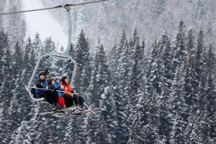 На горе Львовщины сломался подъемник с более чем двумя десятками туристов