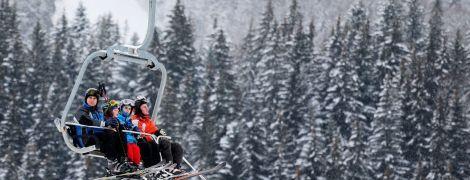 На горі Львівщини зламався підйомник з понад двома десятками туристів