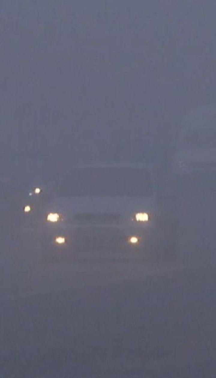 Из-за плотного тумана и гололеда произошло несколько аварий на трассах Украины