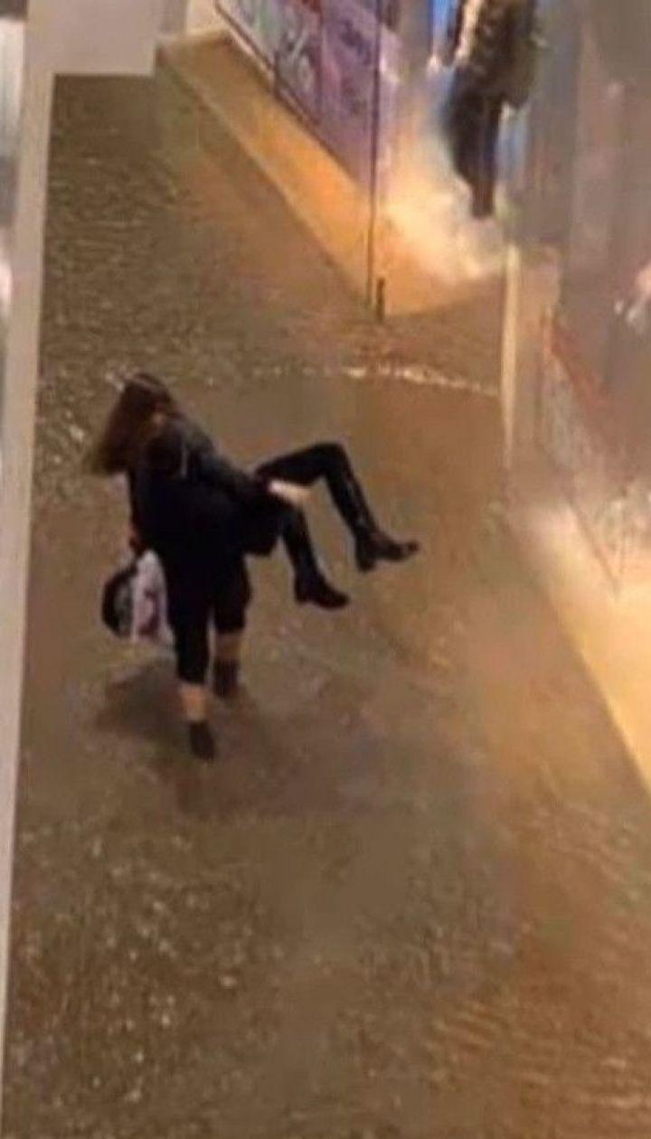 """Кипяток на """"Лыбидской"""": кто и сколько выплатит компенсации пострадавшим людям и магазинам"""