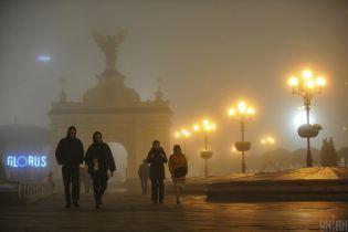 Туман непроглядний. У Києві зафіксували перевищення концентрацій забруднювальних речовин у повітрі