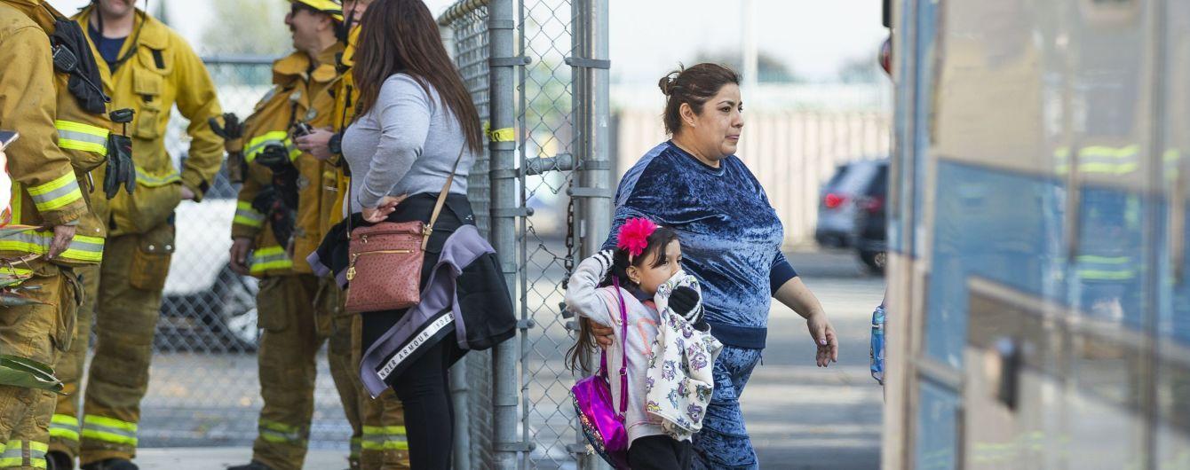 В США учителя школ, на которые пассажирский самолет сбросил авиатопливо, подали в суд
