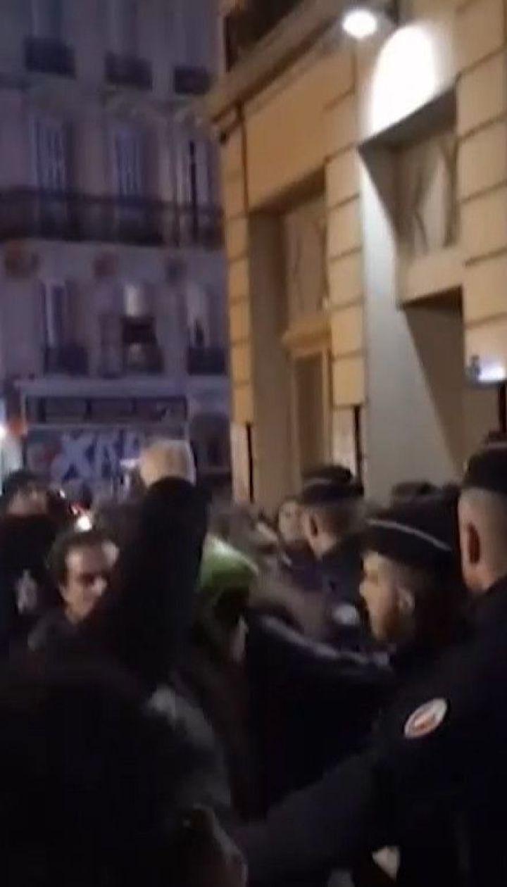 Французькі протестувальники намагалися увірватися до театру, де на виставі перебував Макрон