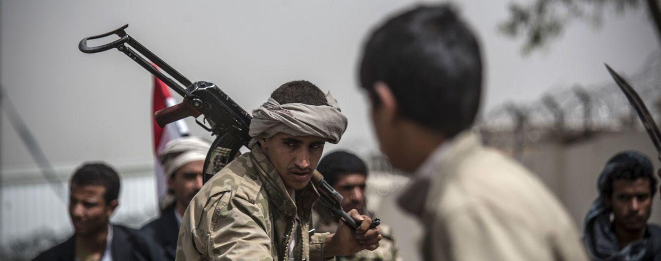 В Йемене обстреляли тренировочный лагерь военных: погибли 60 человек, десятки раненых