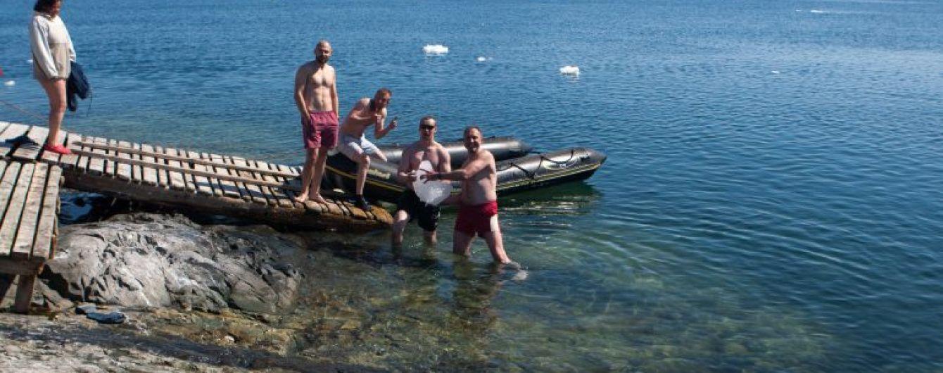 В Антарктиді українці пірнанням відзначили Водохреще