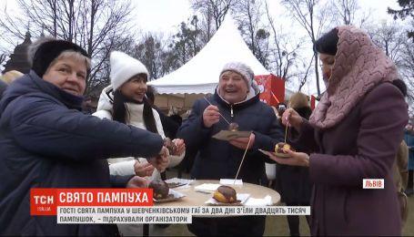 20 тысяч пампушек за два дня съели львовяне и гости города на празднике Пампуха