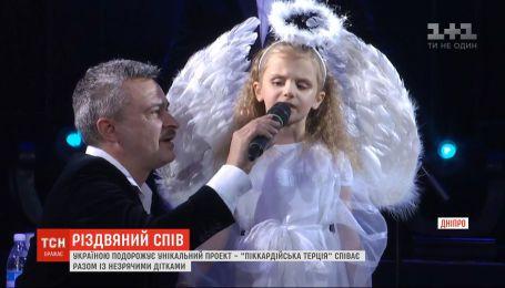 """Унікальний різдвяний проєкт """"Казка на білих лапах"""" подорожує Україною"""