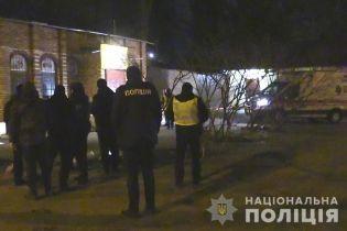У Києві біля кафе знайшли труп чоловіка з перерізаною шиєю