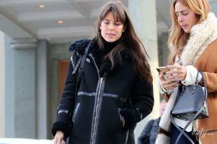 Принцессы в реальной жизни: Шарлотту Казираги подловили в простой одежде и с сигаретой