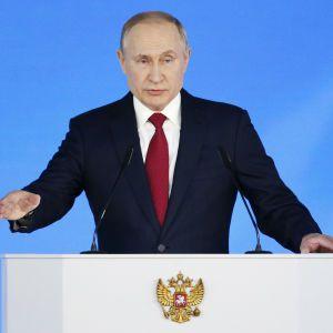 """""""Переможемо і цю заразу"""": Путін порівняв спалах коронавірусу з навалою печенігів і половців"""
